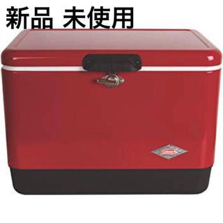 コールマン(Coleman)の【新品 送料込】コールマン スチールベルトクーラー 54qt 赤×黒(調理器具)