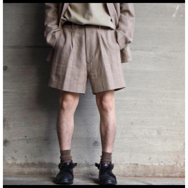 COMOLI(コモリ)のLINEN WOOL SILK SHARK SKIN SHORTS メンズのパンツ(ショートパンツ)の商品写真