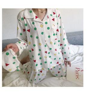 クレヨンしんちゃん 風 パジャマ 長袖 白 ルームウェア シャツ