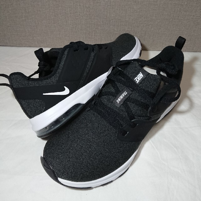 NIKE(ナイキ)のNIKE スニーカー ウィメンズ AIR BELLA TR 23.5cm 新品 レディースの靴/シューズ(スニーカー)の商品写真