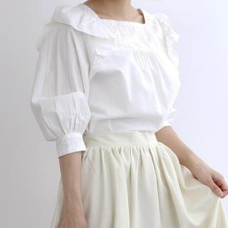 メルロー(merlot)のmerlot デコルテレースショルダーフリルブラウス(シャツ/ブラウス(半袖/袖なし))