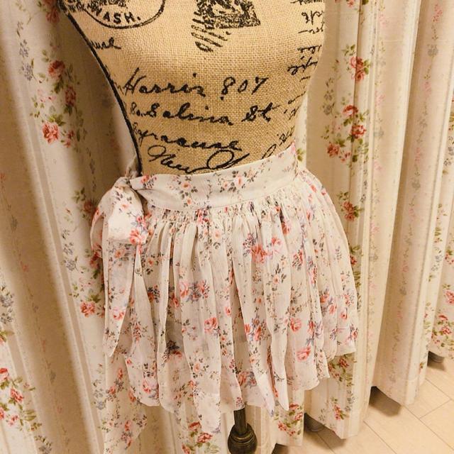 FIFI CHACHNIL(フィフィシャシュニル)のfifichachnil  エプロンスカート レディースのスカート(ミニスカート)の商品写真
