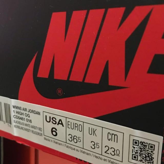 NIKE(ナイキ)のAJ1  satin  つま黒 23cm サテン レディースの靴/シューズ(スニーカー)の商品写真