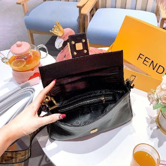 FENDI(フェンディ)の 新品 Fendi フェンディ ショルダーバッグ  レディースのバッグ(ショルダーバッグ)の商品写真