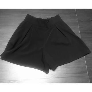 ジーユー(GU)のGU ショート パンツ キュロット ブラック 黒 ミニ スカート ペプラム 無地(キュロット)