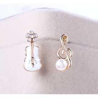 バイオリン&音符モチーフ イヤリング ホワイト(イヤリング)