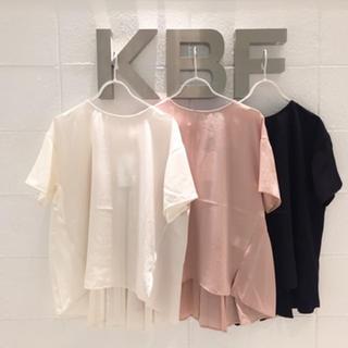 KBF - KBF バックプリーツ トップス