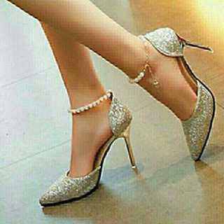 新品送料込◆おしゃれパンプス◆ベルト付◆パーティ◆結婚式◆靴シルバー24.0cm(ハイヒール/パンプス)