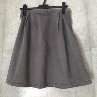 イッカ(ikka)のタック フレアスカート   グレー(ひざ丈スカート)