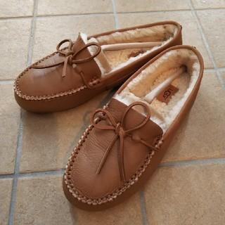 アグ(UGG)の≪値下げ≫UGG デラックス ローファー 24(ローファー/革靴)