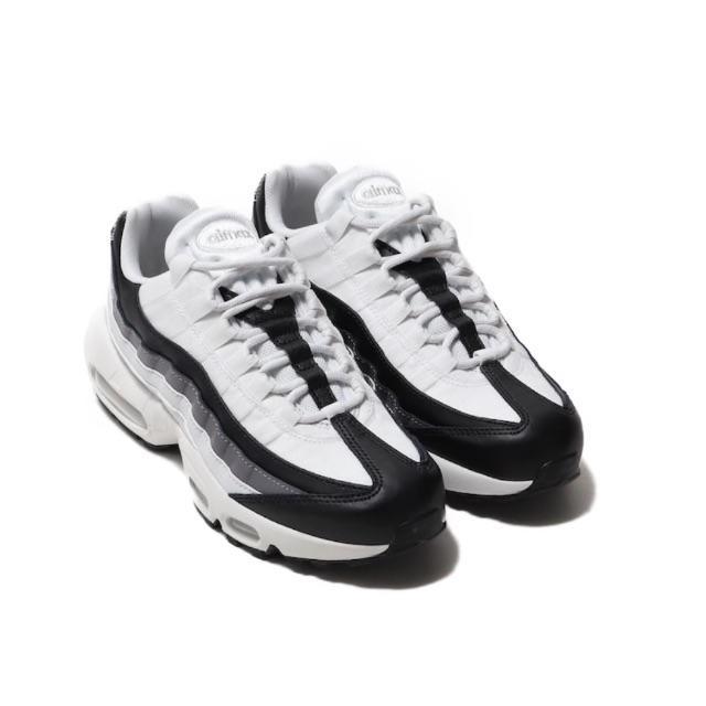 NIKE(ナイキ)のナイキ エアマックス95 ホワイト ブラック メンズの靴/シューズ(スニーカー)の商品写真
