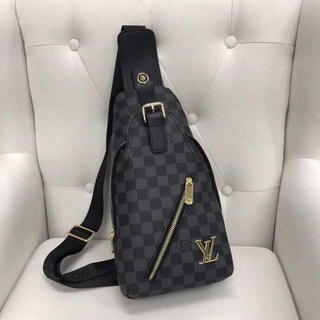 LOUIS VUITTON - 新作ルイヴィトン ボディバッグ