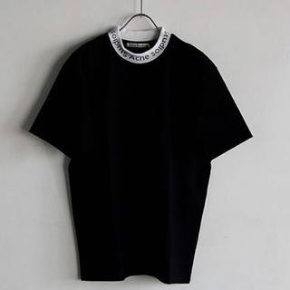 アクネ(ACNE)の美品 ACNE エディション別注モックネック ロゴTシャツ(Tシャツ(半袖/袖なし))