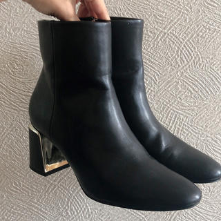 ザラ(ZARA)のZARA✨太ヒール楽チンショートブーツ(ブーツ)