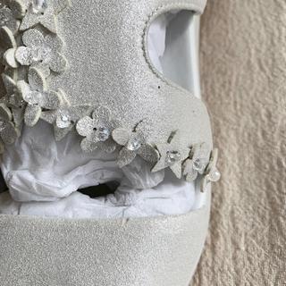 ジルバイジルスチュアート(JILL by JILLSTUART)の♢ジルスチュアート♢新品 未使用 お花モチーフのサンダル  24ガーリー(サンダル)
