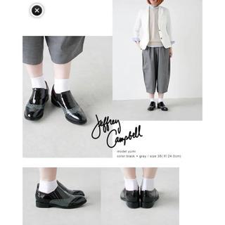 ジェフリーキャンベル(JEFFREY CAMPBELL)のジェフリーキャンベルバイカラーローファー(ローファー/革靴)