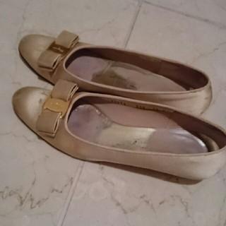 サルヴァトーレフェラガモ(Salvatore Ferragamo)のフェラガモ靴👠シャンパンゴールドカラー(ハイヒール/パンプス)