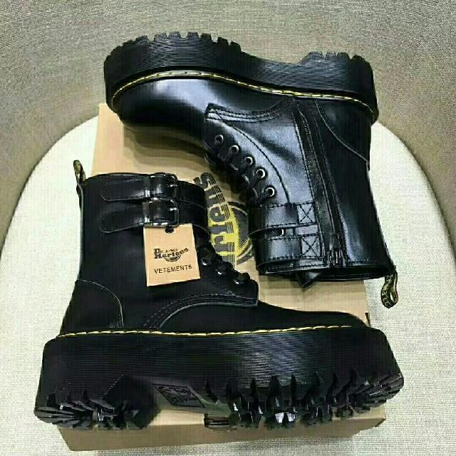 Dr.Martens(ドクターマーチン)のUK5 Dr.Martens ドクターマーチン {新品 未使用品}  レディースの靴/シューズ(ブーツ)の商品写真