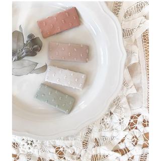 ボンポワン(Bonpoint)のドットミニヨン   パッチンピン スクエアパッチンピン 刺繍 くすみカラー(ファッション雑貨)