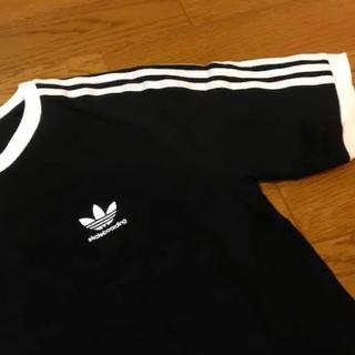 adidas - 大人気❤︎adidas / ラインTシャツ / ブラック/ ユニセックス