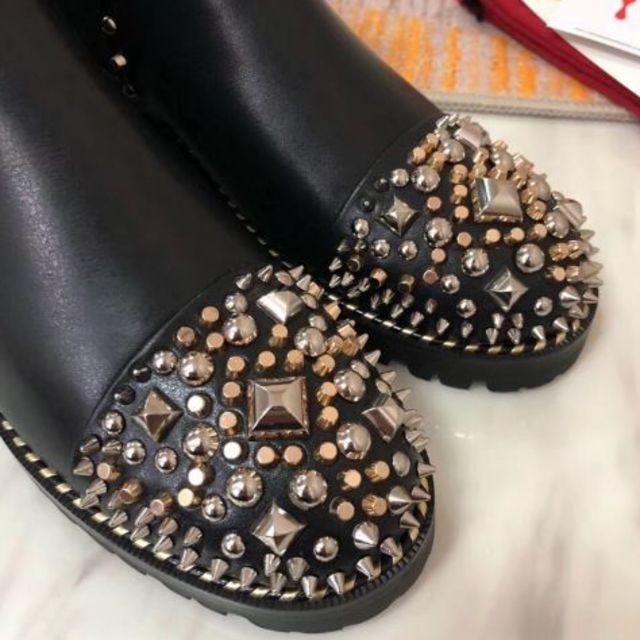 Christian Louboutin(クリスチャンルブタン)のルブタン♡サイドゴアスタッズブーツ 36 レディースの靴/シューズ(ブーツ)の商品写真