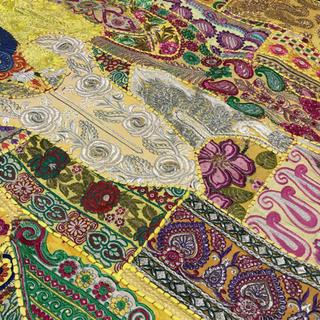 #28カシミール刺繍のマルチカバー106x153 エンブロイダリー キルト(ソファカバー)