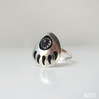 シルバー インディアンジュエリー ベアパウ 天然石 熊の手 純銀製 刻印 13号(リング(指輪))
