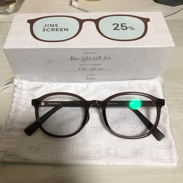 カット ライト ジンズ ブルー ブルー ライトカットメガネは外出時や日常でかけても大丈夫?たった1つの注意点