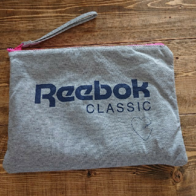 Reebok(リーボック)のreebok × kastane  クッションポーチ レディースのファッション小物(ポーチ)の商品写真