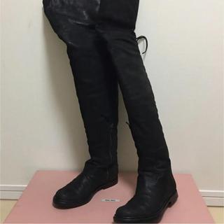 ミュウミュウ(miumiu)のミュウミュウ フラットニーハイブーツ 黒 34.5 22-22.5(ブーツ)