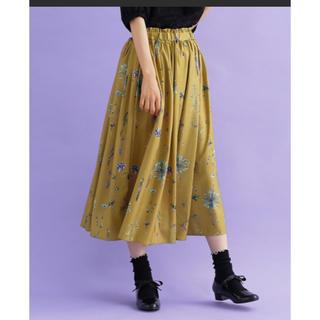 メルロー(merlot)のフラワー柄 フレアスカート(ひざ丈スカート)