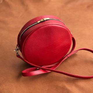 【オーダー可能】丸い真っ赤なイタリアンレザーのポシェット 20センチ   (ショルダーバッグ)