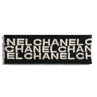 シャネル(CHANEL)のCHANEL新作完売 総ロゴヘアバンド ヘアターバン シャネルブラックホワイト(ヘアバンド)