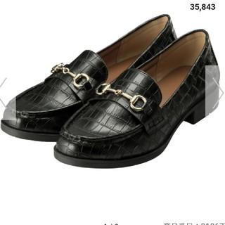 ジーユー(GU)のひろたろう様専用GU ビットローファー クロコ風 ブラック 美品(ローファー/革靴)