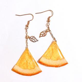 ゆらゆらオレンジのリーフピアス イヤリング(ピアス)