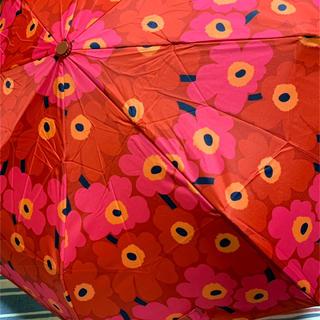 マリメッコ(marimekko)の【marimekko】ウニッコ柄 ☆折畳み 傘    (傘)