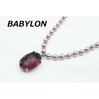 バビロン(BABYLONE)のR-583 BABYLONE バビロン アクリル 彫刻 パールビーズ ネックレス(ネックレス)