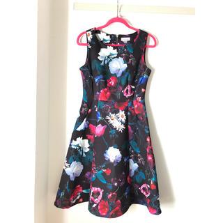 カルバンクライン(Calvin Klein)のCalvinklein ノースリーブワンピース 花柄ドレス(ミディアムドレス)