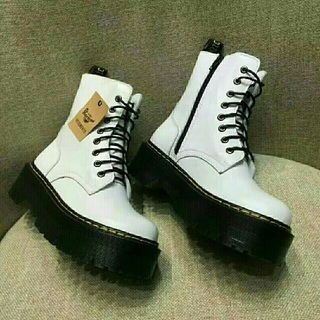 ドクターマーチン(Dr.Martens)の秋冬男女兼用革靴、  ブーツ*UK7、白、Dr.martens 、新品(ブーツ)