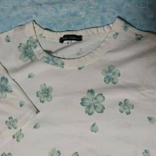Tシャツ 白地に ブルー花柄 綿100% 生地しっかり  サイズLL(Tシャツ(半袖/袖なし))
