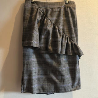 メルロー(merlot)のメルロー  アシメフリルチェックスカート(ひざ丈スカート)