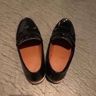ジーユー(GU)のGU タンクソールローファー ブラック サイズL(ローファー/革靴)