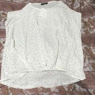 シマムラ(しまむら)の新品しまむらドット柄裾タックプルオーバーM白(カットソー(半袖/袖なし))