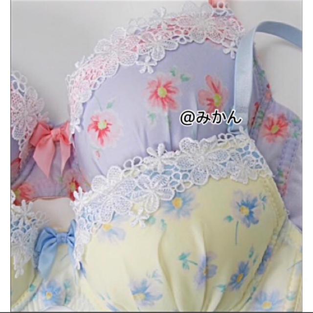 ガーリーな✨♥️フェミニンフラワープリントブラショーツセット レディースの下着/アンダーウェア(ブラ&ショーツセット)の商品写真