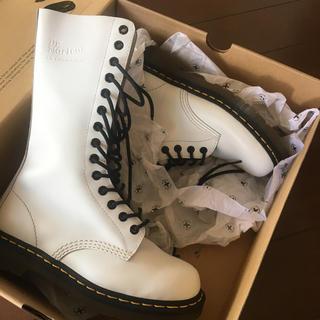 ドクターマーチン(Dr.Martens)の大人気型Dr.Martens 14ホールUK4(ローファー/革靴)