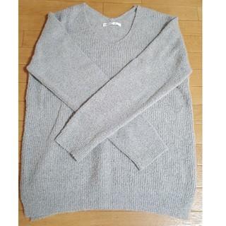 イッカ(ikka)の薄いグレー伸縮性のあるセーター(ニット/セーター)
