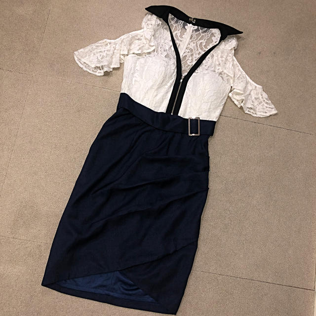 dazzy store(デイジーストア)のドレス  ネイビー オフショルダー レディースのフォーマル/ドレス(ミディアムドレス)の商品写真