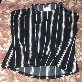 シマムラ(しまむら)の新品しまむらストライプ柄裾タックプルオーバーLネイビー(カットソー(半袖/袖なし))