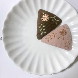 キャラメルベビー&チャイルド(Caramel baby&child )のflower embroidery triangle pin(ファッション雑貨)