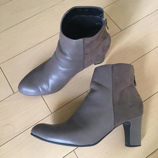 ジーユー(GU)のGU 安定感のある太ヒール ショートブーツ グレージュ(ブーツ)